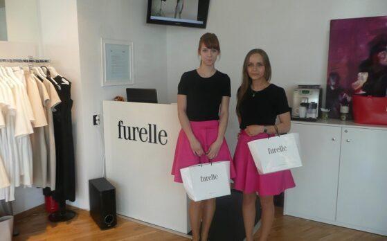 dwie hostessy na promocji Showroom w Katowicach