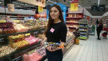 hostessy na degustacji cukierków 2