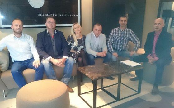 konferencja samochodowa ze statystami w Poznaniu