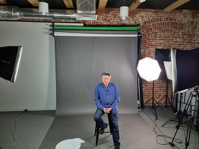aktor na nagraniach video webinar