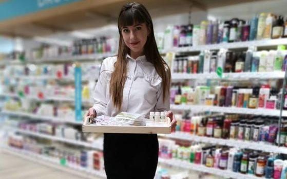 Hostessa na otwarcie sklepu