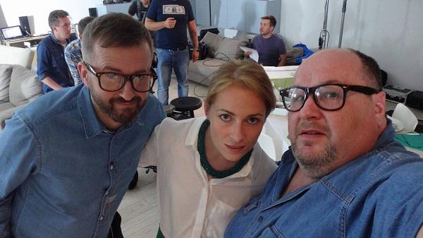 trzech aktorów w spocie reklamowych