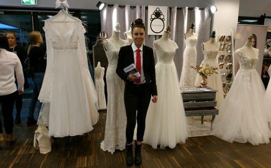 hostessa na targach ślubnych