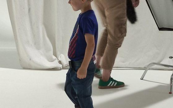 dziecko model na sesji zdjęciowej obuwia w Krakowie