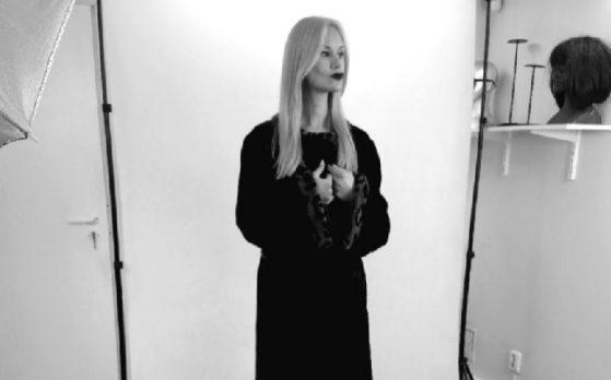 modelka w sesji zdjęciowej futer i kożuchów